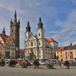 Klatovské náměstí s Černou věží a Jezuitským kostelem
