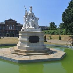 Statue of Queen Victoria in Kensington Gardens